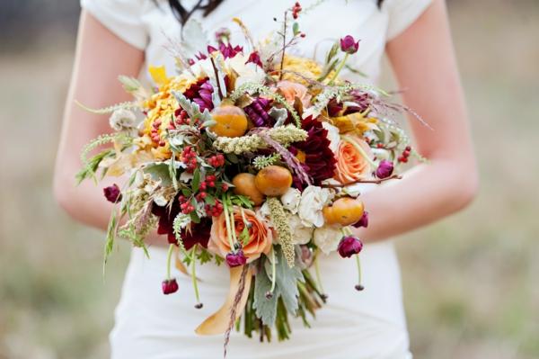 bouquet de mariée automnal fruits roses herbes baies