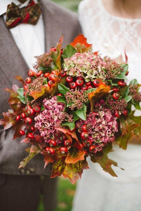 bouquet de mariée automnal hortensias baies