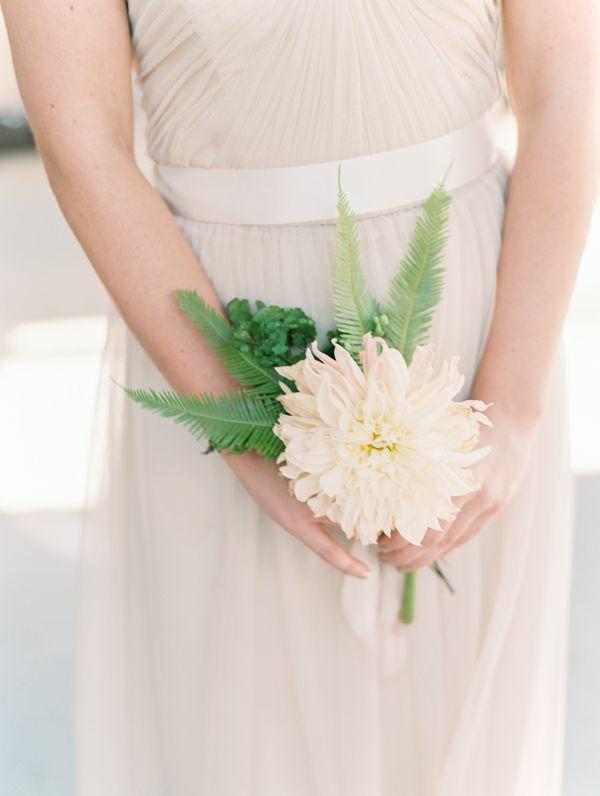 bouquet de mariée automnal minimaliste chrysanthème
