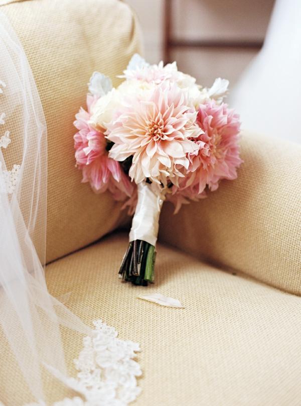 bouquet de mariée automnal minimaliste chrysanthèmes