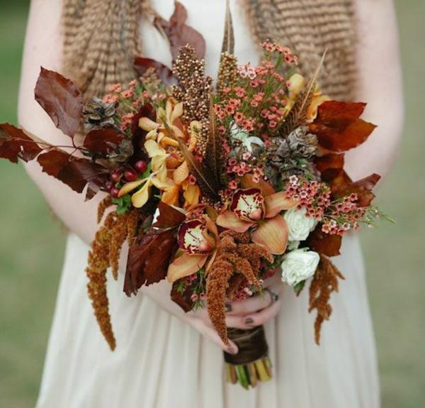 bouquet de mariée automnal orchidées feuilles d'automne