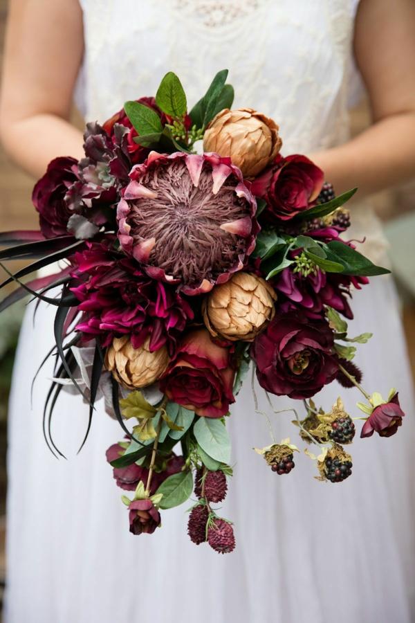 bouquet de mariée automnal protea baies roses