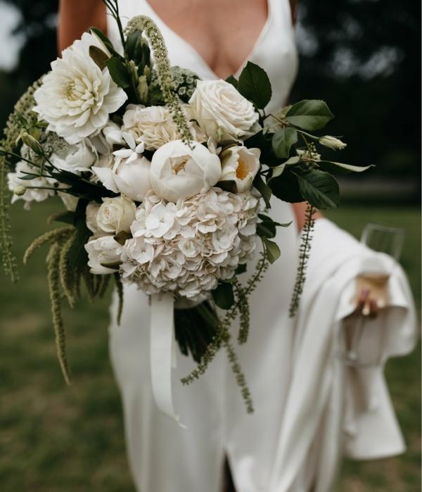 bouquet de mariée automnal roses hortensias chrysanthèmes