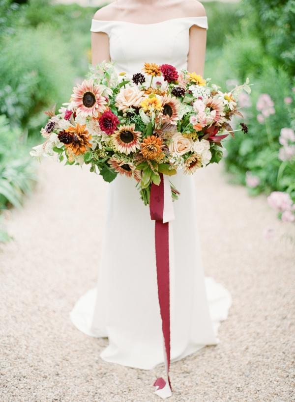 bouquet de mariée automnal roses tournesols