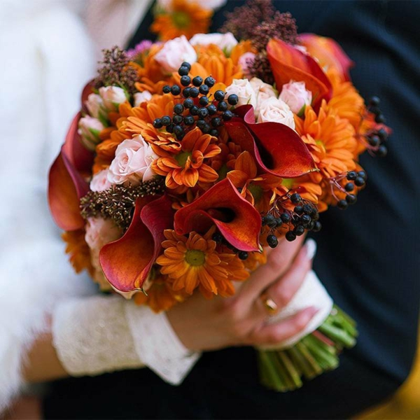 bouquet de mariée automnal sureau chrysanthèmes lis de calla