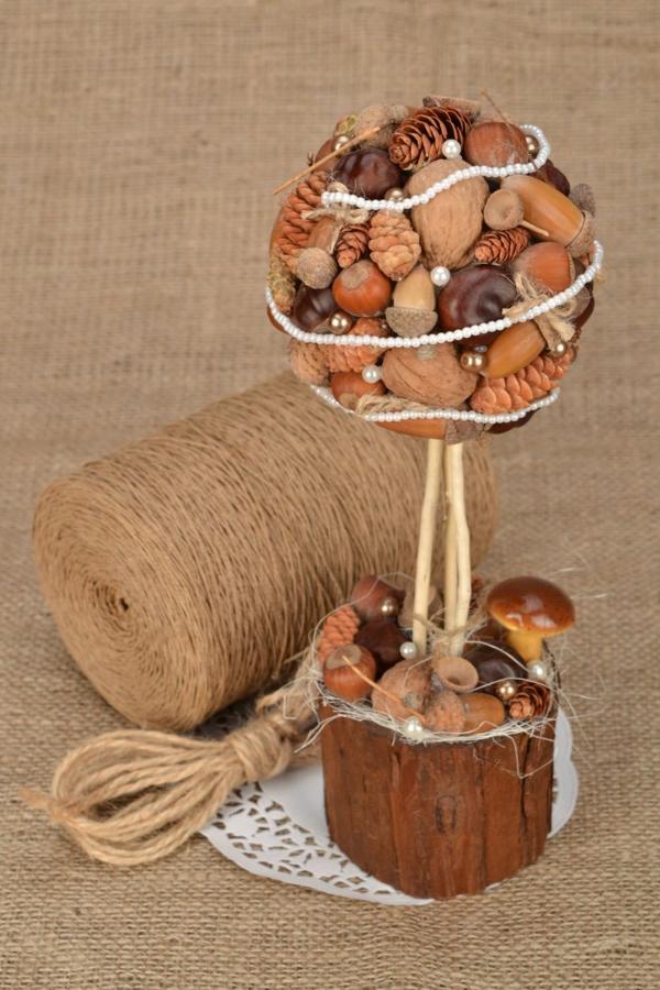 bricolage automne avec glands pommes de pin noix