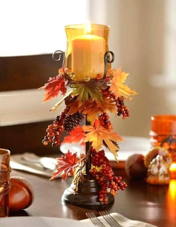 bricolage automne bougeoir décoré de feuilles et baies