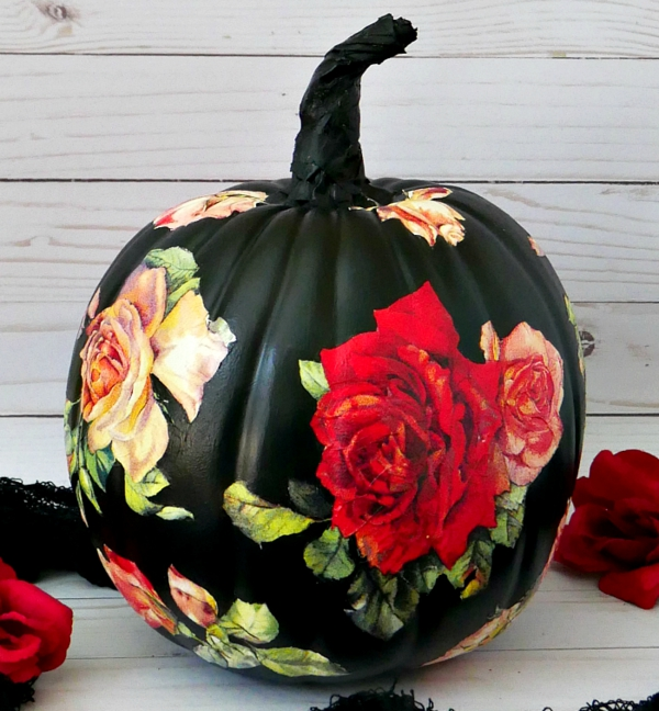 bricolage automne citrouille peinte en noir avec des roses