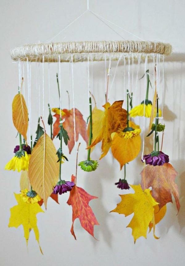 bricolage automne mobile avec des feuilles d'automne