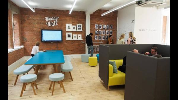 bureau contemporain design espace qui travaille