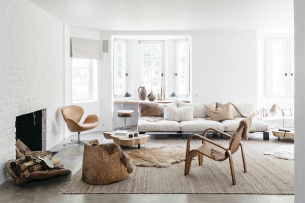 déco salon boho chic 2020 murs blancs cheminée mobilier en bois et métal