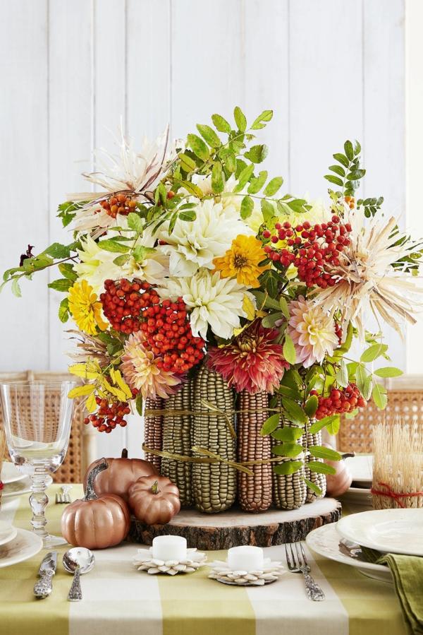 décoration florale automnale épis de maïs fleurs baies