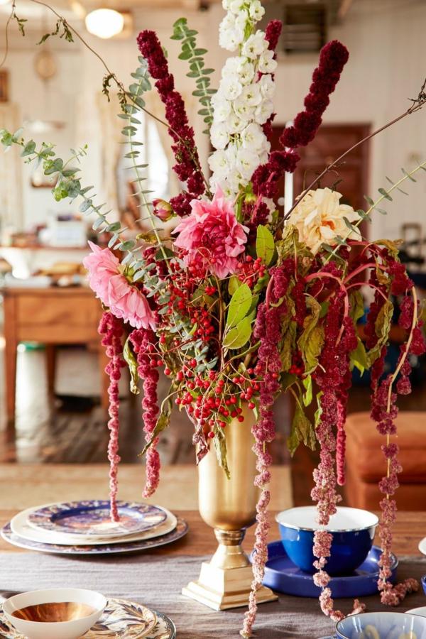 décoration florale automnale chrysanthèmes baies de rowan