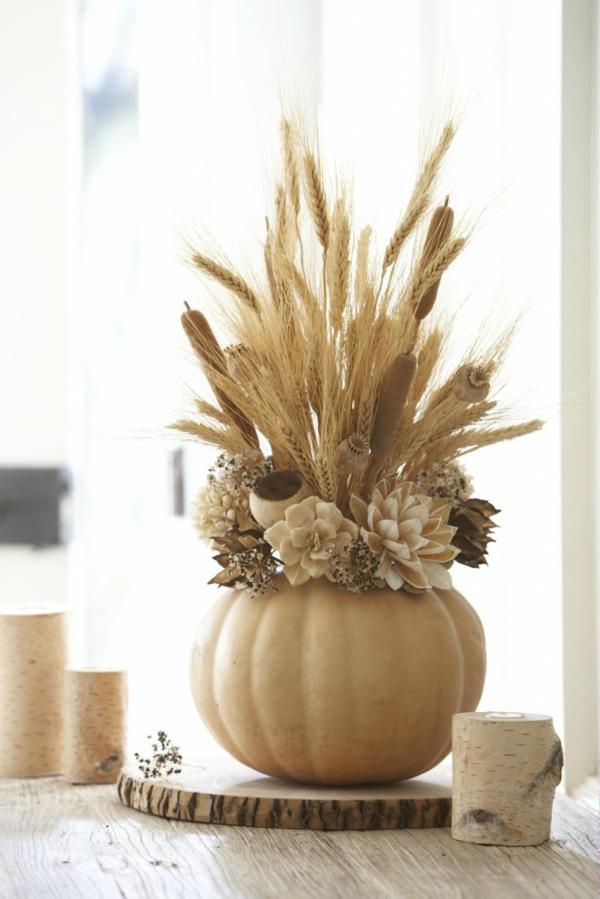 décoration florale automnale citrouille épis de blé typha