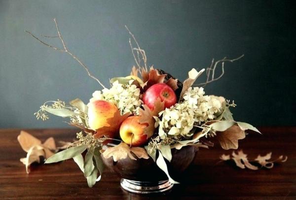 décoration florale automnale pommes hortensias feuilles