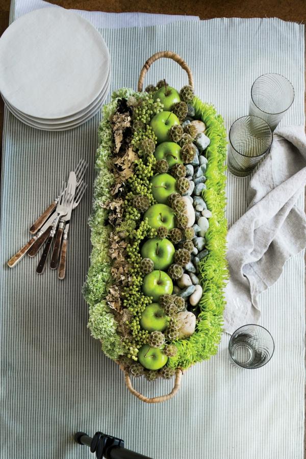 décoration florale automnale pommes vertes panier hortensias
