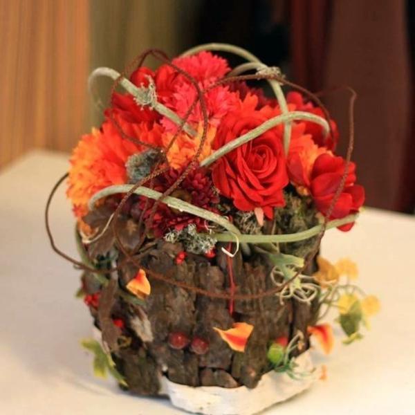 décoration florale automnale roses mousse