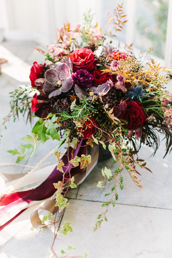 décoration florale automne avec des roses et des orchidées