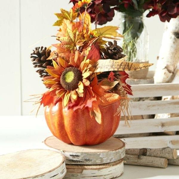 décoration florale automne feuilles plumes tournesol pommes de pin