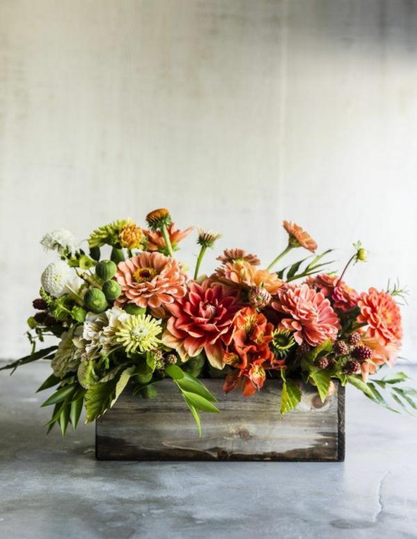 décoration florale automne jardinière en bois chrysanthèmes