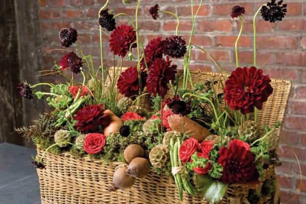 décoration florale automne panier tressé légumes chrysanthèmes
