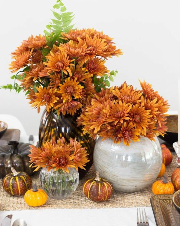 décoration florale d'automne chrysanthèmes oranges