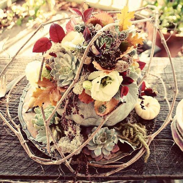 décoration florale d'automne citrouille succulentes branchage