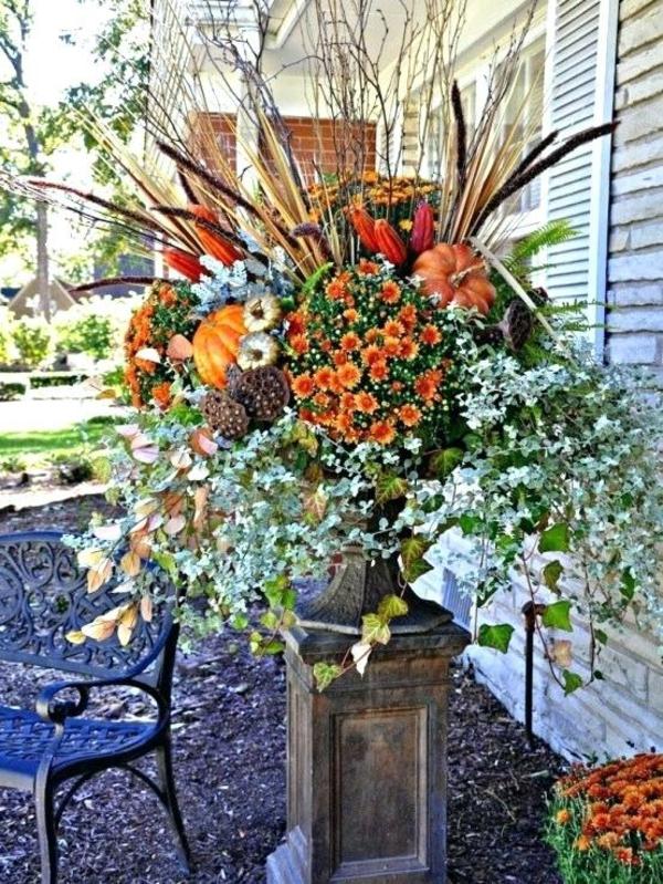 décoration florale d'automne extérieur branchage fleurs mini-citrouilles