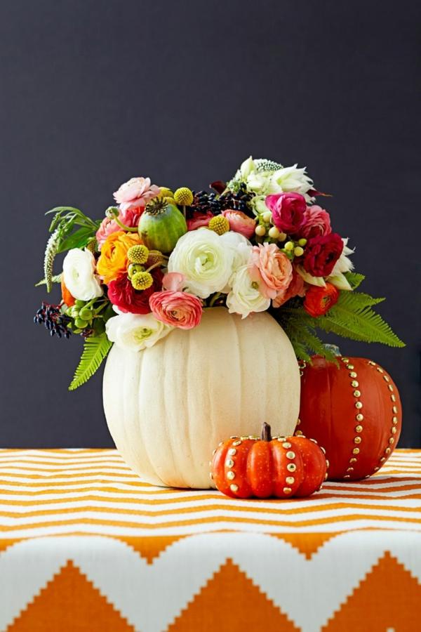 décoration florale d'automne roses et citrouilles