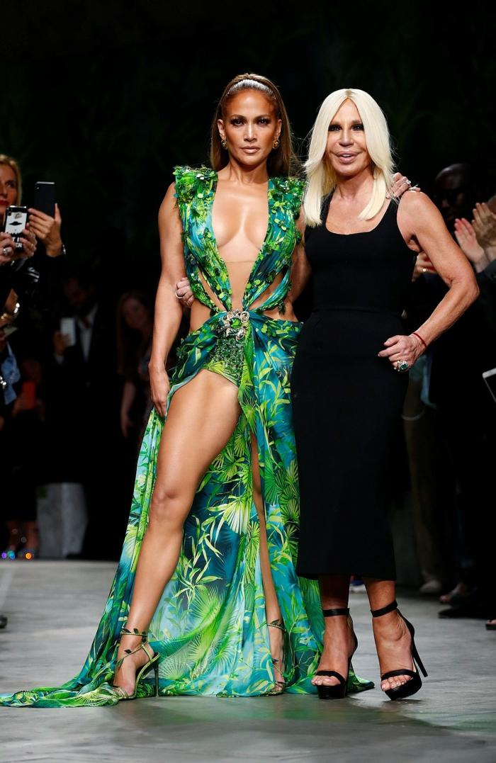donatella versace et jennifer lopez robe imprimé jungle