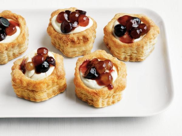 feuilleté apéro gâteau à la crème et confiture de raisin