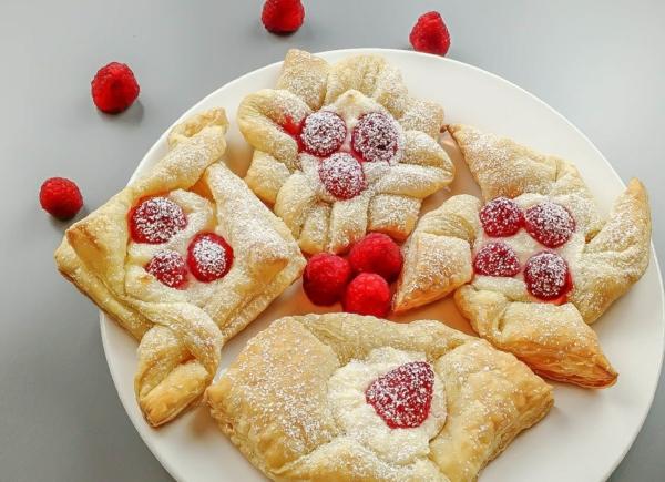 feuilleté apéro gâteau aux framboises et au sirop d'érable
