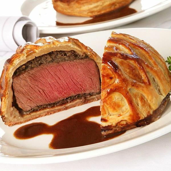 feuilleté apéro mini bœuf Wellington filet mignon champignons sauce au vin rouge et gorgonzola