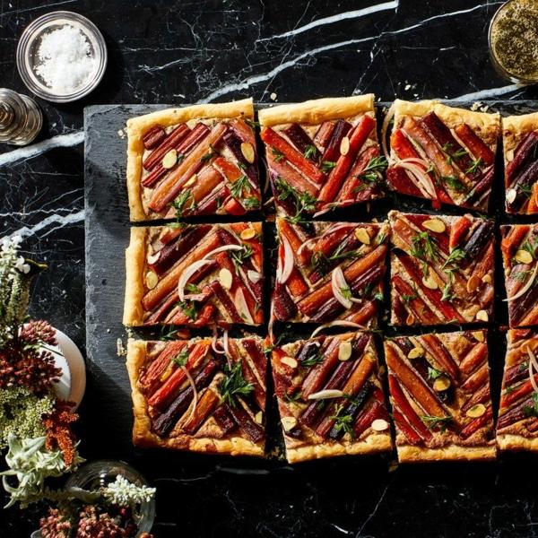 feuilleté apéro tarte aux carottes avec garniture ricotta et amandes