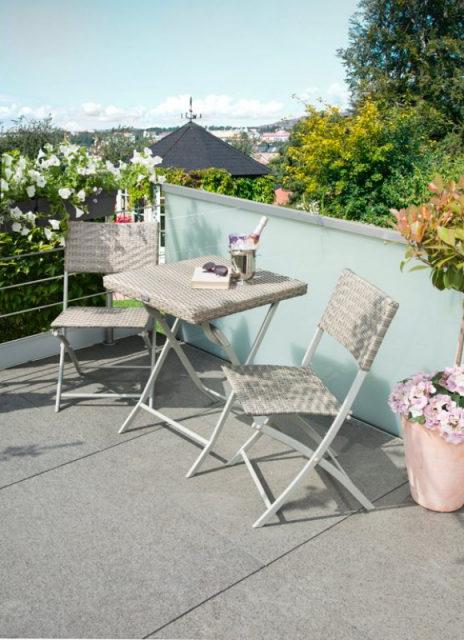 meubles pliables chaises et table en fer