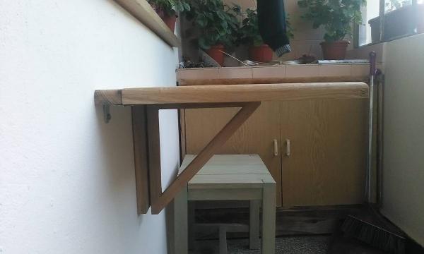 meubles pliables commode collée au mur