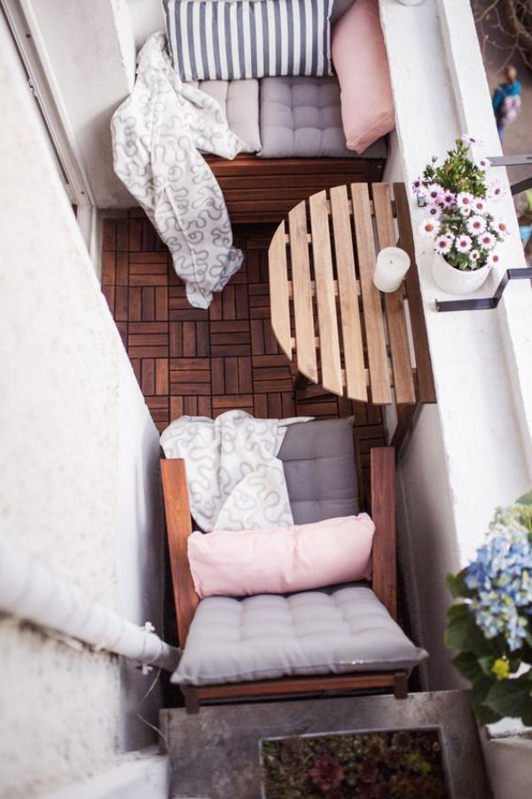 meubles pliables un très petit balcon