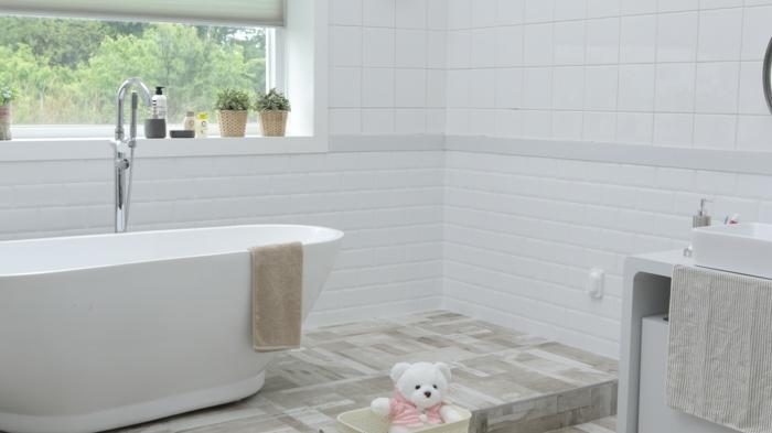 petite salle de bains en blanc