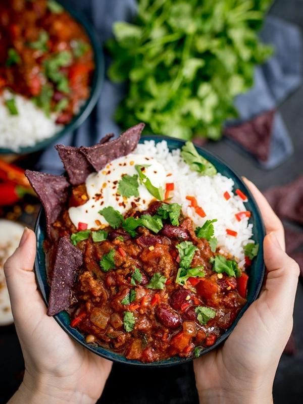 recette chili cone carne garnie de riz et de chips