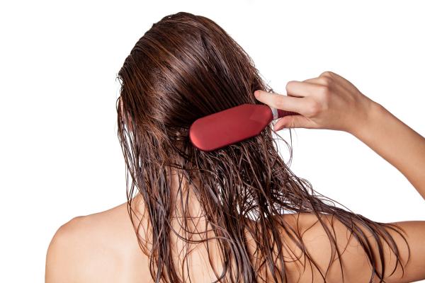 style cheveux une brosse classique