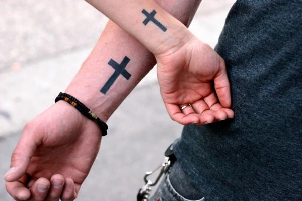 tatouage complémentaire couple croix noire