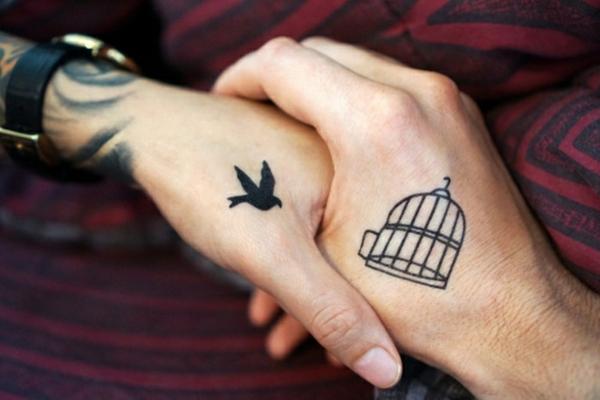 tatouage complémentaire pour couple cage et oiseau