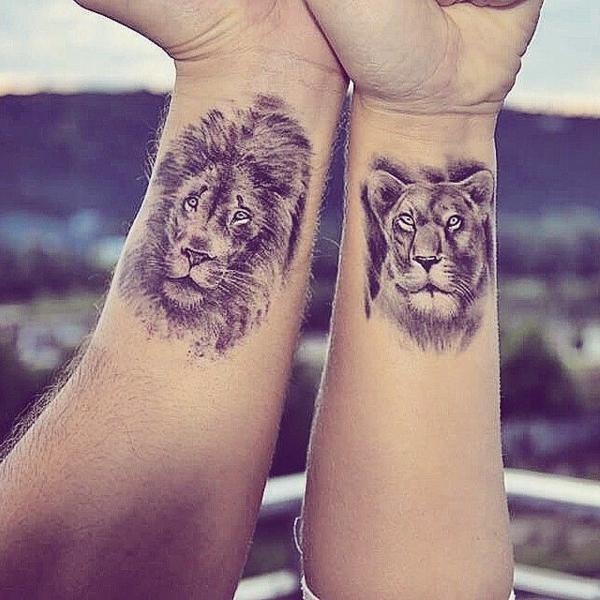 tatouage complémentaire pour couple lion sur le poignet