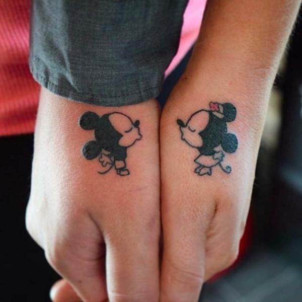 tatouage complémentaire pour couple mickey et miney mouse