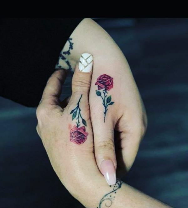 tatouage complémentaire rose meilleures amies