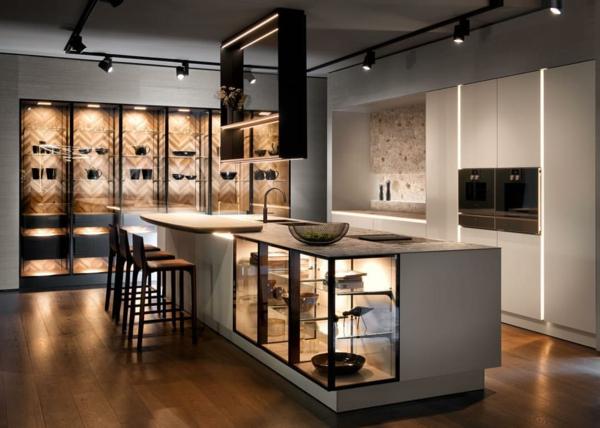 tendances cuisine 2020 armoires beige crème îlot avec espaces vitrés