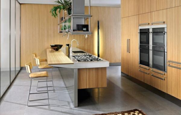 tendances cuisine 2020 comptoir bar teck et marbre four encastré dans les armoires de cuisine