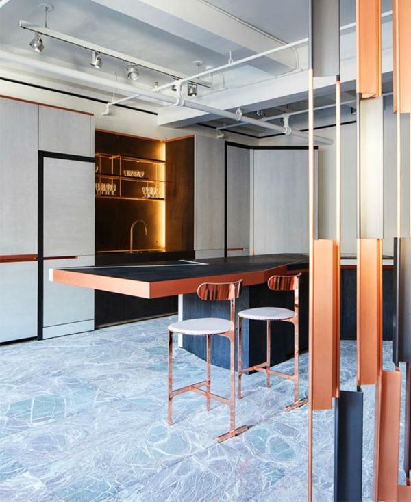 tendances cuisine 2020 dalles en marbre mobilier industriel système d'éclairage en métal