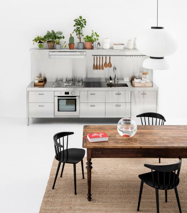 tendances cuisine 2020 murs blancs table en bois équipement de cuisine en métal