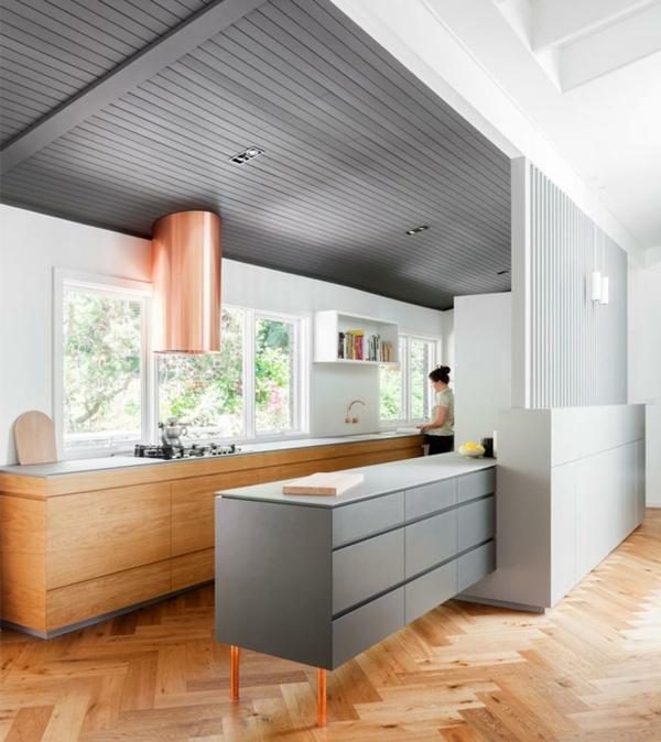 tendances cuisine 2020 parquet en bois clair hotte en cuivre armoires en bois clair